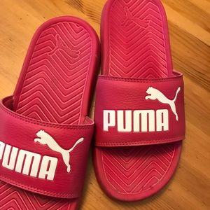 PINK PUMA SLIDES SIZE 7.5